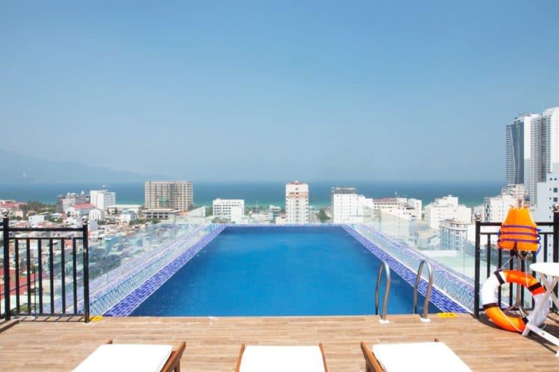 15 khách sạn có bể bơi ngoài trời đẹp nhất Đà Nẵng