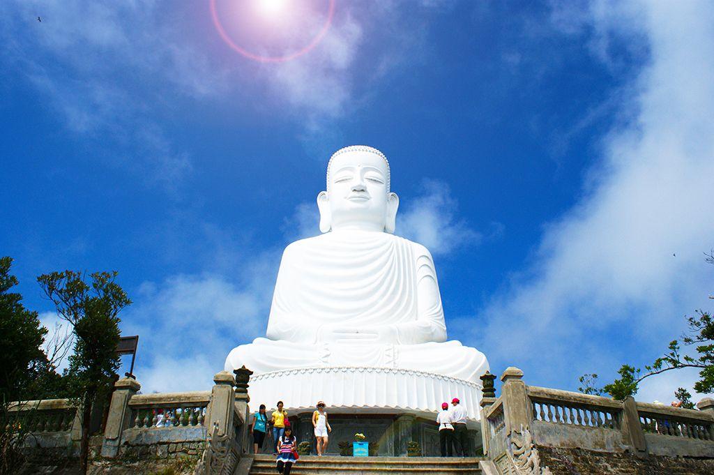 Tượng Phật chùa Linh Ứng