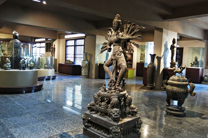 Các tượng cổ vật